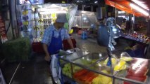 Bangkok (Thailande) 30/09/2013  Street food in Silom