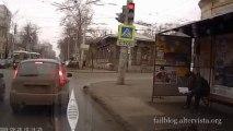 Attendre le bus et se prendre une voiture en Russie!! Transports en commun - Russie!!