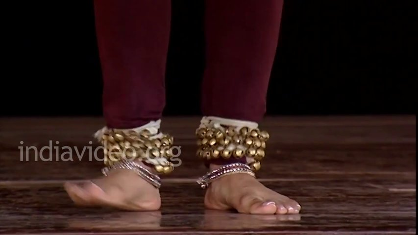 Leran Kathak — Foot steps demonstration Ladi composition in Kathak Hindi lesson — 3