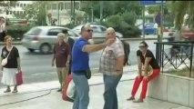 Grèce : des députés d'Aube dorée invectivent des journalistes à leur sortie du tribunal