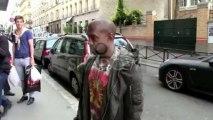 Elle demande à Kanye West à Paris qui il est... Paparazzi & Rap Us