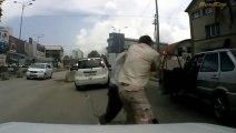 Les pires bagarres sur la route dans le monde!! Road Rage Compilation!!