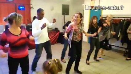 Odile Vignes donne une démonstration de danse à Anclades