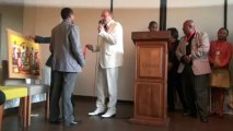 Médaille d'Argent des Arts et de la Culture Artistes Malgaches 2013 et Médaille d'argent du Tourisme à Mariette et M Van Rens Directeur Général Hotel Carlton