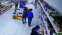 Le rayon d'alcool s'explose au sol au supermarché!!