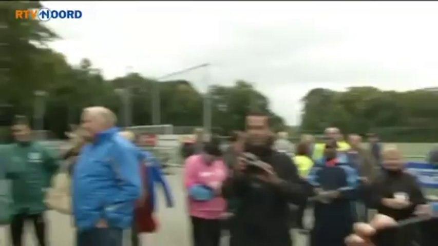 FC Groningen-speler doet voor camera verstandelijk gehandicapte na - RTV Noord