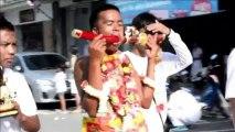 """Thaïlande: auto-mutilations au """"festival végétarien"""" de Phuket"""