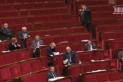 """Incident : une députée PS lance """"le sport, ça rend sourd"""" à David Douillet"""