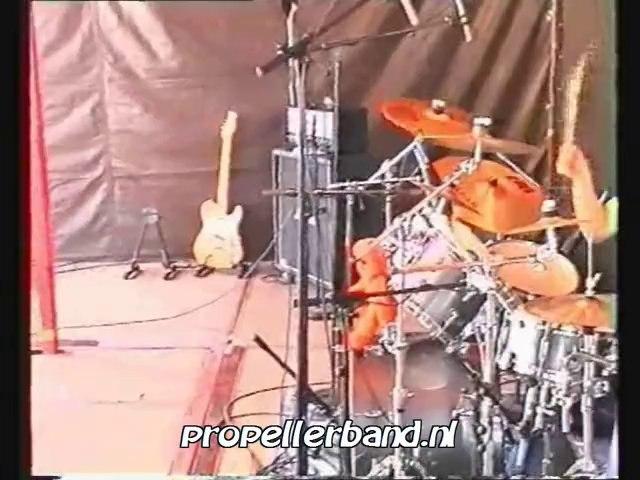 Propeller - Dancefloor (live op De Dam 2003)
