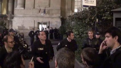 Paris (France) 08/10/2013 Les veilleurs portent plainte au commissariat du 8eme