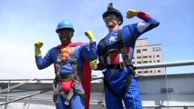 Superhero window washers wow sick kids