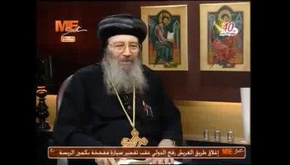 Anba Bichoy rend hommage dans son émission hebdomadaire sur MeSat à Abouna Boutros, prêtre récemment missionné pour le service en France