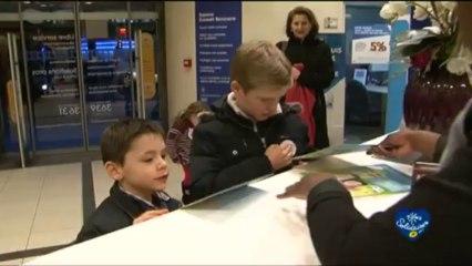 Les enfants et leurs tirelires Pièces jaunes / Groupe La Poste - Tous formidables - Tous solidaires