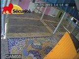 Une caméra de videosurveillance met à nu un voleur...