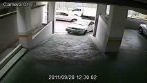 FAIL : Une femme se gare dans un parking