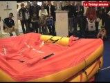 Nautic 2009 - Démonstration de radeau de survie