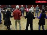 Quimperlé (29). Petit cours de danses bretonnes