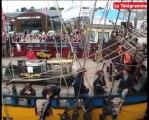 Paimpol. Chant de marin : la foule à l'arrivée des bateaux