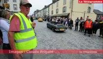 Carhaix. Départ en fanfare du tour de Bretagne des véhicules anciens