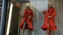 Douarnenez : les mannequins des vitrines s'amusent avec les passants