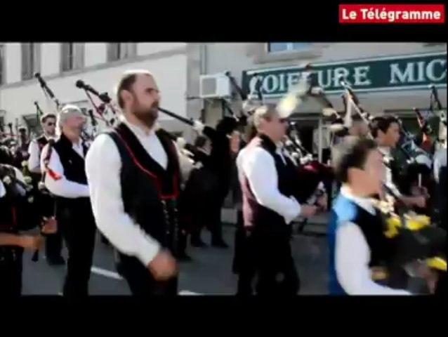 Fête des brodeuses à Pont-l'Abbé. Les sonneurs font un triomphe