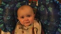 Le bébé le plus émouvant du monde... Il pleure à chaudes larmes quand sa maman chante!