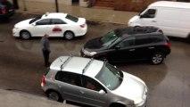 Un conducteur fou percute plusieurs voitures pour prendre la fuite
