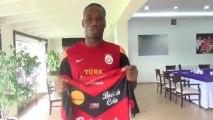 Didier DROGBA reçoit le maillot de Guingamp à Galatasaray