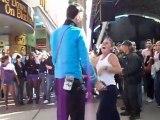 Spock danse avec des filles bourrées à Las Vegas!!! Ahaha STAR TREK Dancing!