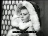 A Roma - Sophia Loren si appresta a girare l'ennesimo film  mentre la sorella Maria dà alla luce una bambina che l'ha resa zia