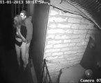 Couple piégé dans une Maison Hantée... La peur de leur vie! Le gars en pleure.