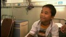 """Un petit Chinois atteint de la maladie des os de verre : """"J'ai follement envie de marcher"""""""