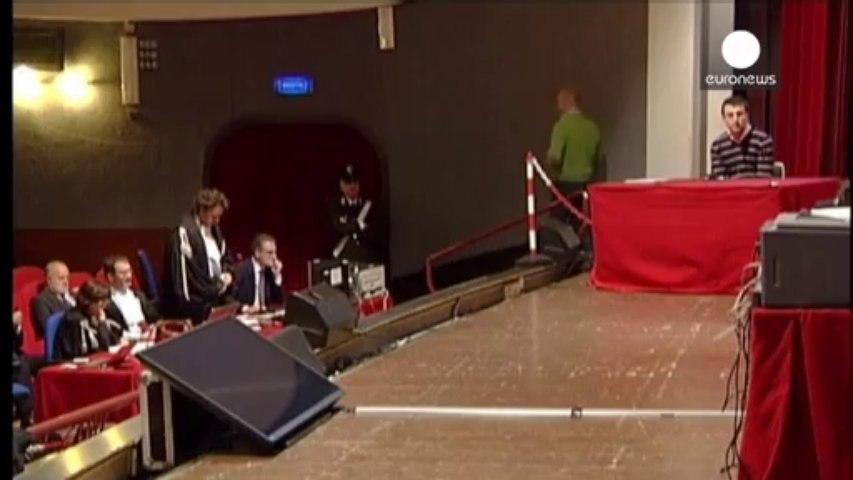 El capitán del Costa Concordia saltó a un bote salvavidas cuando el crucero se hundía | Godialy.com