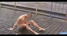 Piotr Pavlenski cloue ses testicules aux pavés de la place Rouge