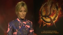 "Hunger Games' Elizabeth Banks needed ""team to go to toilet"""