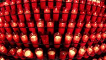 934_Several_red_candles_are_lit