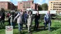 Parco Garbatella, bambini e rifugiati piantano nuovi alberi contro il degrado