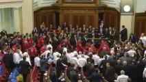Les Ukrainiens manifestent contre le revirement du gouvernement