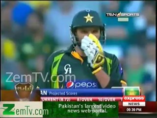 See how Umar Akmal Motivating Afridi to play safe