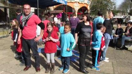 Flash mob des enfants de la marelle ville de changé 53