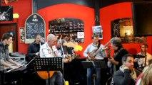 """""""Luana"""" de JP BARASTIER en Live au Café du Théâtre avec ses musiciens"""