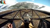 Décolage d'un avion depuis une falaise