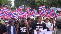 Bangkok (Thailande) 29:11:2013 Les manifestants vont au quartier general de l armee