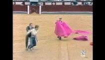Espontaneo Manuel Diaz El Cordobes a un toro de Manuel Benitez El Cordobes