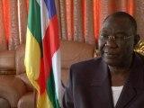 """Le président centrafricain à François Hollande: """"Il faut rester plus longtemps"""" - 07/12"""