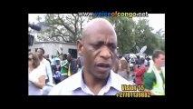 SPÉCIAL HOMMAGE MANDELA : Regardez comment la population pleure Nelson Mandela devant sa maison..@VoiceOfCongo
