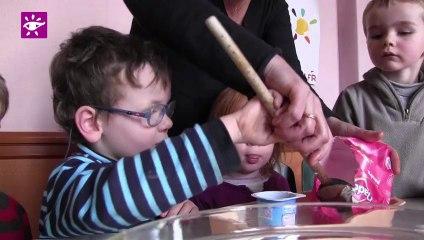 Téléthon 2013 : Fabrication d'un gâteau par des enfants à Rosporden (29)