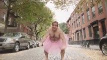 Un homme en tutu rose pour faire rire sa femme atteinte du cancer