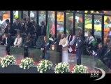 L'addio a Mandela a Soweto, Obama: un gigante della storia. La cerimonia allo stadio davanti a 80mila persone e i leader