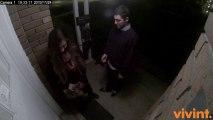 Un mec qui se fait recaler par une fille filmé par une caméra de surveillance